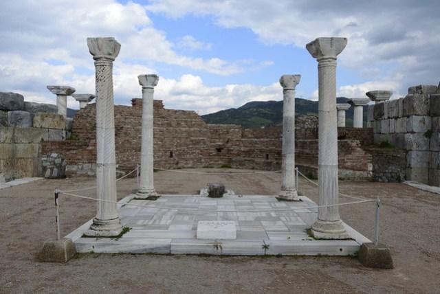 聖約翰教堂 (St. John Kilisesi) 是塞爾丘克 (Selçuk) 的一處古蹟,耶穌的十二門徒之一 -- 聖約翰 -- 到此傳教後葬身此地,後興建一教堂紀念之。圖為聖約翰的墓室遺址。