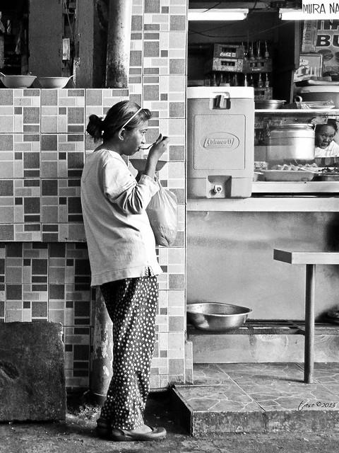 Marikina market lady eating