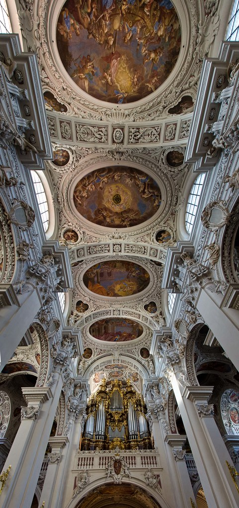 Europe7_StStephensOrganCeiling_Panorama1