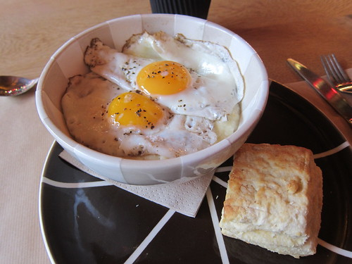 Fried Eggs and Grits with Sausage