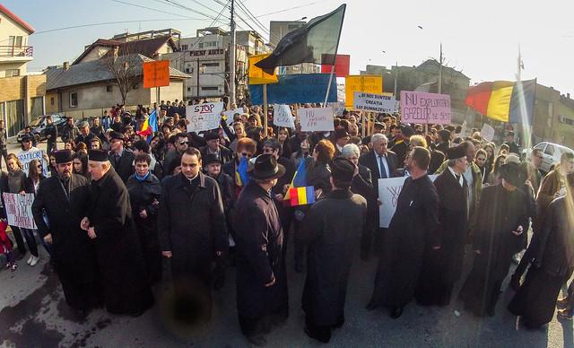 Vasile Lăiu și opt preoți conduc marșul din martie 2012