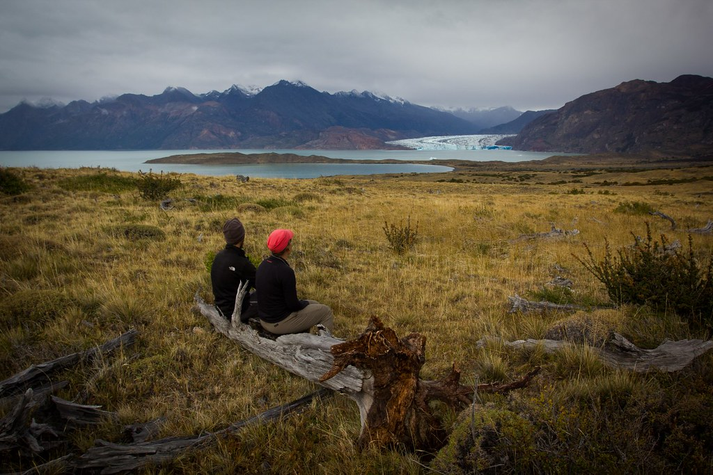 A rest on the cross-country, undulating route towards El Chalten. Lago and Glacier Viedma. Los Glaciares National Park. Patagonia. Argentina.