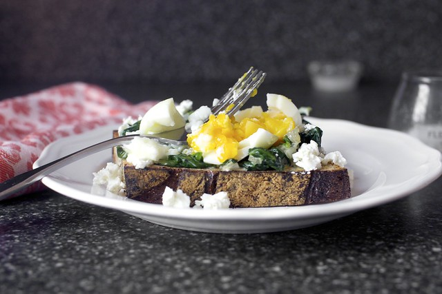 spinach and smashed egg toast