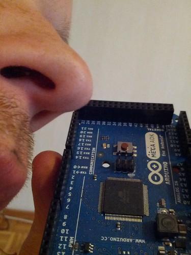 Arduino Mega ADK -mikrokontrollerissani on tyypillinen pintaliitoselektroniikan aromi