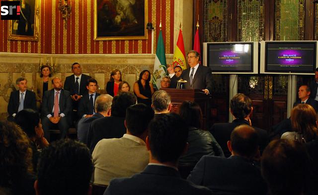 Presentación del balance de dos años de gobierno de Zoido en el Ayuntamiento de Sevilla, en mayo de 2013