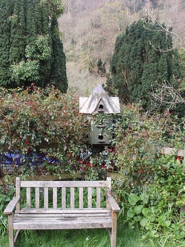 200804220020_dovecote-bench