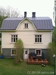 talo-takapihalta-katto-maalattuna
