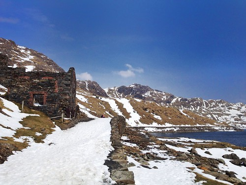 Ruins of old Britannia copper works crushing mill, Llyn Llydaw, Miners' Track, Snowdonia, Pen-y-Pass