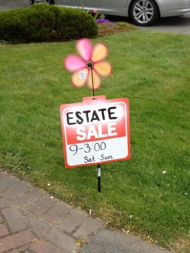 Spinny-flower estate sale sign