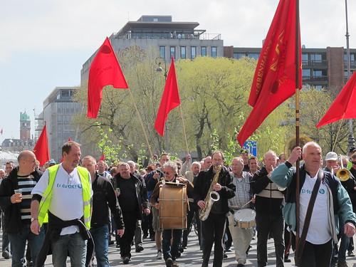 Røde flag, grønne birkegrene, hornorkester og højt humør - Risager
