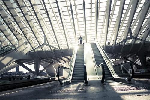 Urban Mythologies : Return of the Hero (Gare de Liège-Guillemins) -Photo : Gilderic