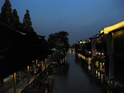 Wuzhen bei Nacht