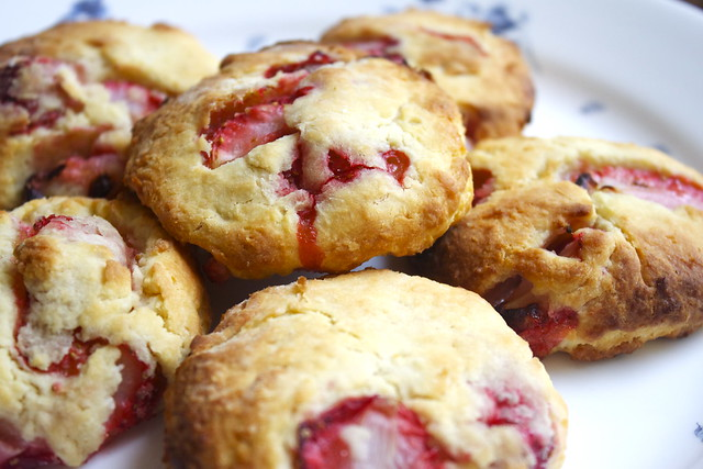 strawberry & cream biscuits