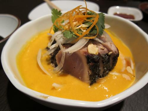 Tataki de bonítol amb salmorejo
