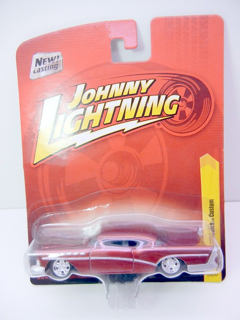 JOHNNY LIGHTNING 1957 BUICK CUSTOM (1)