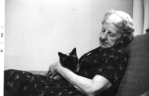 1969.Grandma.Jessie.Jones.PhetDaraCat