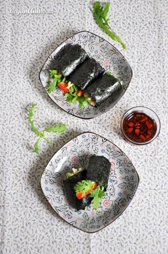 raw veggie sushi with thai sauce3