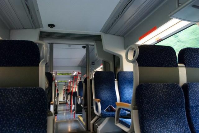 蠻高級的座位,而且沒什麼乘客,寬敞多了