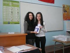 obsequiando a Svilena con mi poemario Esperanza