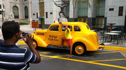 find a yellow taxi
