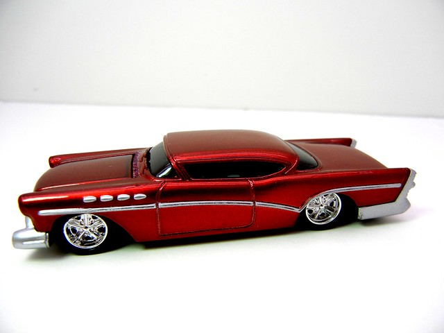 JOHNNY LIGHTNING 1957 BUICK CUSTOM (2)