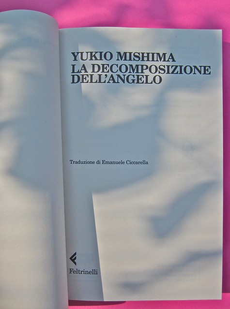 Yukio Mishima, La decomposizione dell'angelo. Feltrinelli 2012. Art director: Cristiano Guerri. In cop.: ©Araki. Frontespizio (part.), 1