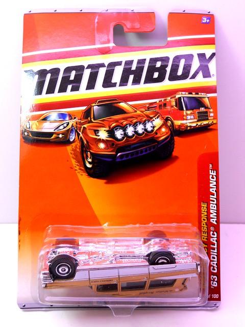 matchbox '63 cadillac ambulance gold (1)