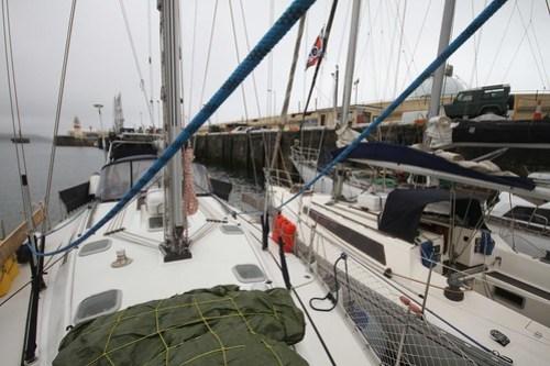 Her ligger vi og venter om morgenen for å slippe inn i indre havn - Version 2