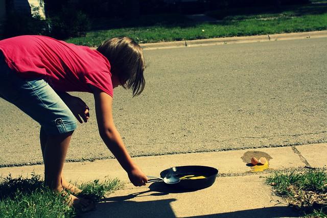 fry egg on sidewalk :: fail.