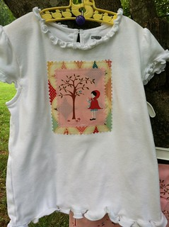applique tee close up