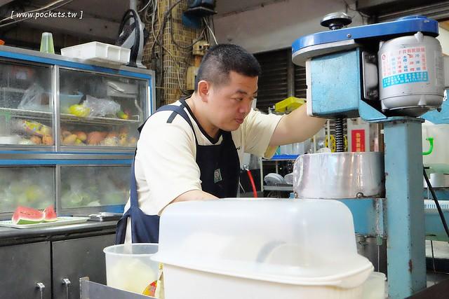 29677474642 6525feb8a1 z - 來來冰果店:水湳市場內營業近30個年頭的老字號冰菓店,料多又實在價格也便宜,老闆人很好也很親切