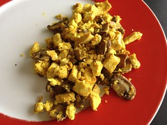 Tofu scramble with mushrooms & kala namak