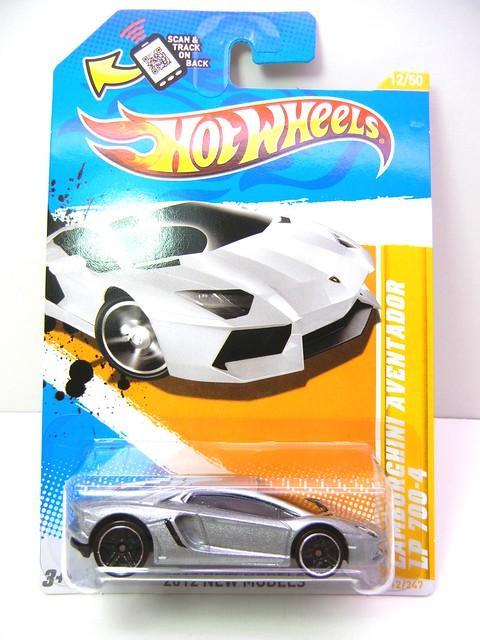 hot wheels lamborghini aventador lp700-4 (1)