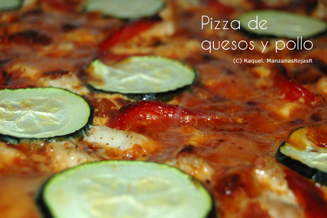 Pizza de quesos y pollo