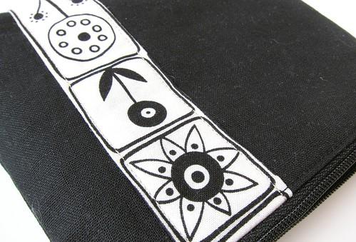 Monochrome pouch with Summersville