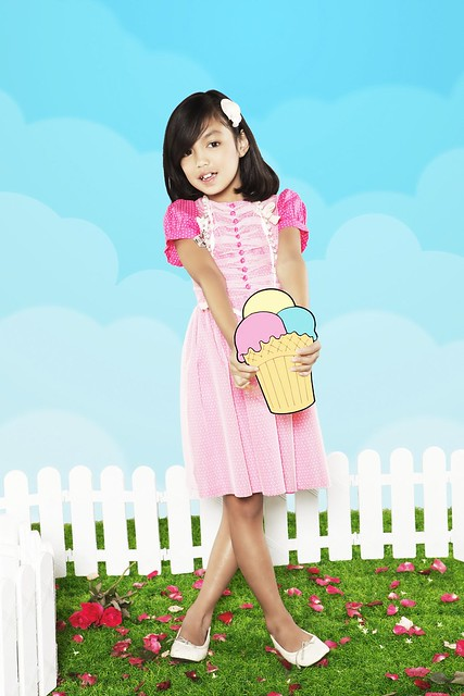 [Photo 9] – Cotton and tulle dress with button details
