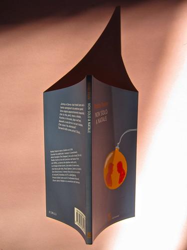 Roddy Doyle. Non solo a Natale, Guanda 2012. Disegno e grafica di copertina: Guido Scarabottolo. Quarta di copertina, dorso, copertina (part.), 1