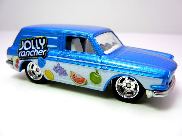 hot wheels nostalgia hersheys  jolly rancher customized '69 volkswagen squareback (2)