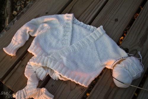 Single sleeved sweater