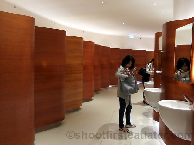 restroom in Pacific Place Mall, Hong Kong-001