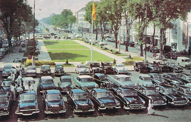 Saigon Street view - Nguyen-Hue Boulevard