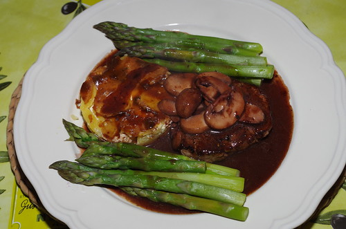Fillet steak with asparagus and gratin dauphinois by La belle dame sans souci