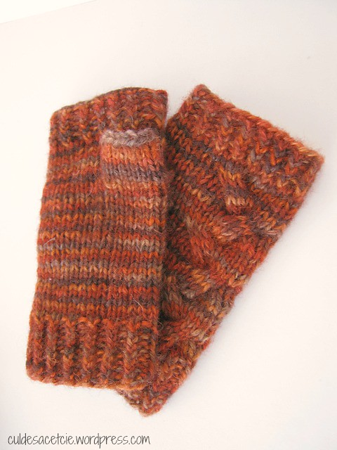 fingerless mitts made from hand dyed reclaimed yarn