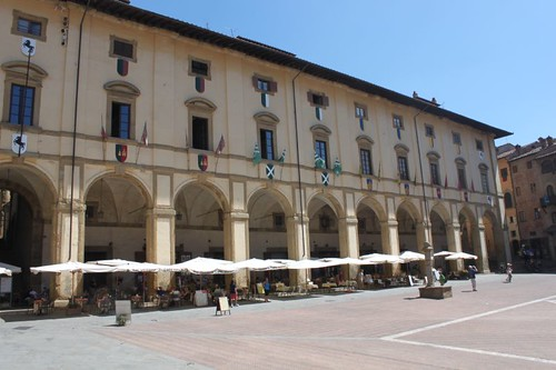 20120809_5113_Arezzo-loggia