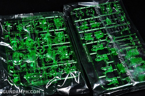 HGUC Kshatriya Pearl Clear (green) Binder Ver. Unboxing Pictures (17)