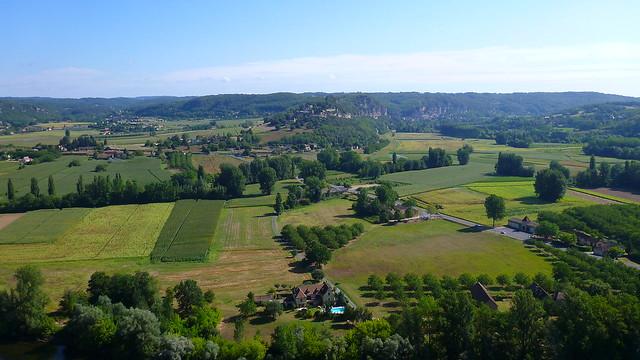 Across the Dordogne to La Roque Gageac