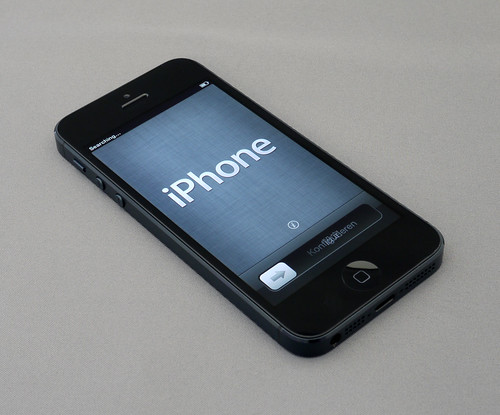 iPhone 5 Unboxing, 10-10-12