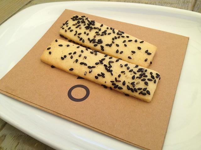 Black sesame shortbread cookies - Jiao