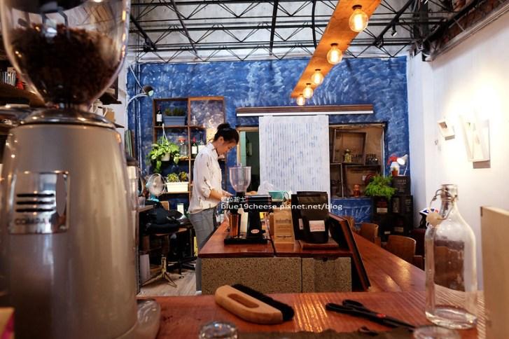 29456214242 06ecbb569d c - 民生咖啡People&Life.Cafe-復古氛圍老屋咖啡館.加入許多老傢私元素.展區牆.餅乾吐司咖啡香.近向上國中