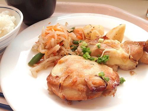 鶏の照り焼き ミックスチーズ風味。540円。
